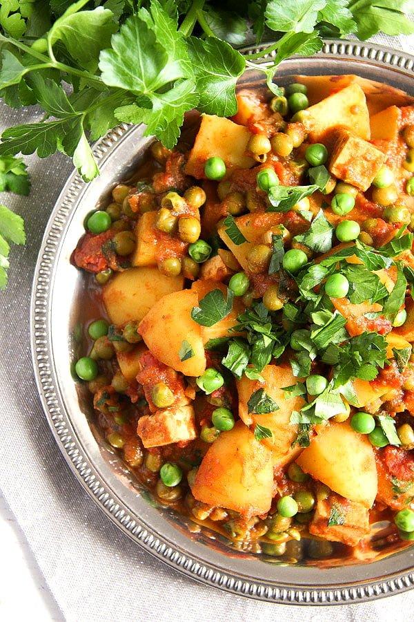 potato pea curry 6 Vegan Potato Curry Recipe with Tofu, Tomatoes and Peas