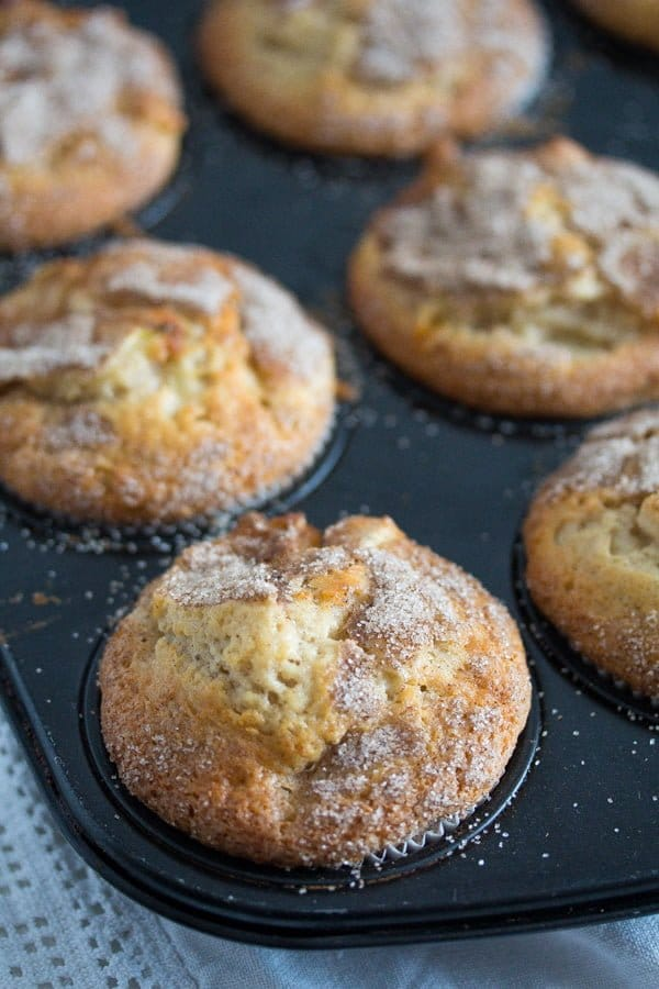 apple cinnamon muffins 3 15 Favorite Cakes and Desserts