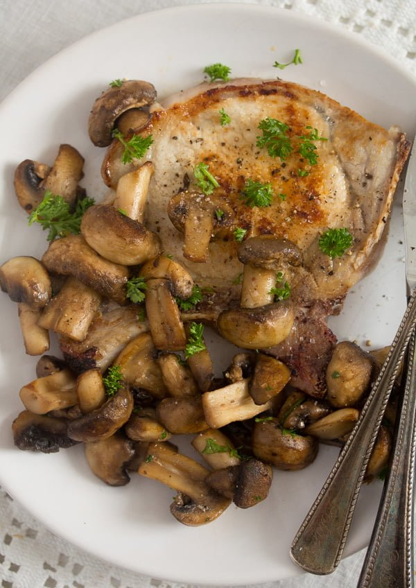 mushroom sauce for steak 3 Best Sauteed Mushrooms for Steak – with Garlic and Parsley