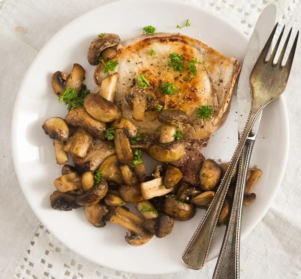 mushroom sauce for steak 4 Best Sauteed Mushrooms for Steak – with Garlic and Parsley