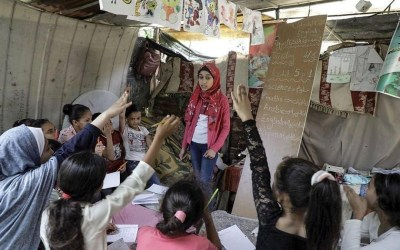 Fajr Hmaid Teaches Neighborhood Children During School Closure