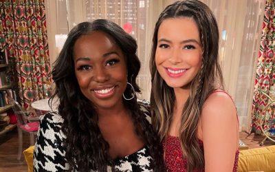 Miranda Cosgrove and Laci Mosley on the set of iCarly Season 2