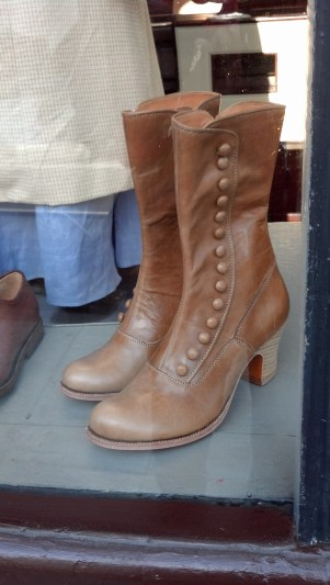 I love these boots. I want a pair just like them!