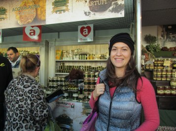 Simona about to buy her first truffle