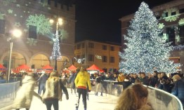 Pesaresi ice-skating in the main square