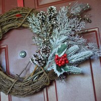 I'm Baaack! DIY $10 Christmas Wreath