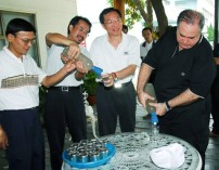 Ambassador Rafi Gamzou & Taiwaneese Executive purifing water