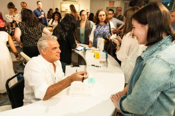 Ripert chats with guests during the reception © Andrew Kist for MOFAD
