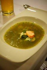 zupa z młodego ziemniaka, bundz, łosoś norweski wędzony, pokrzywa