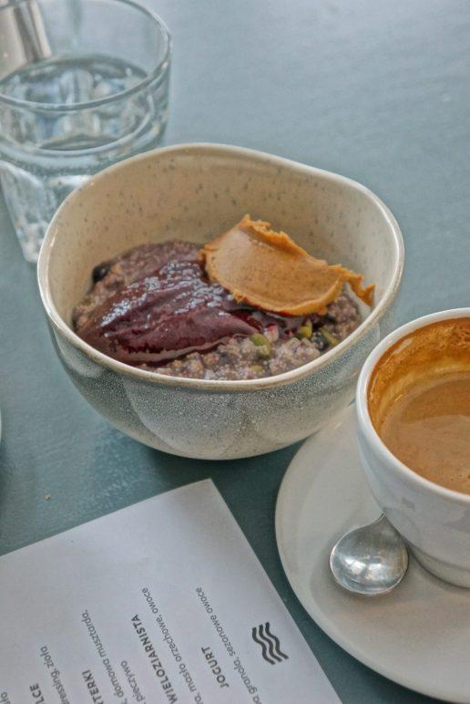 Przystanek Powiśle Śniadanie owsianka wieloziarnista