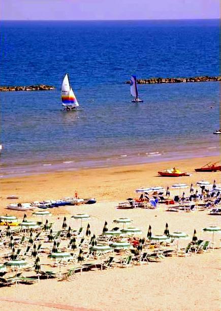 Roseto degli Abruzzi, spiaggia e ombrelloni