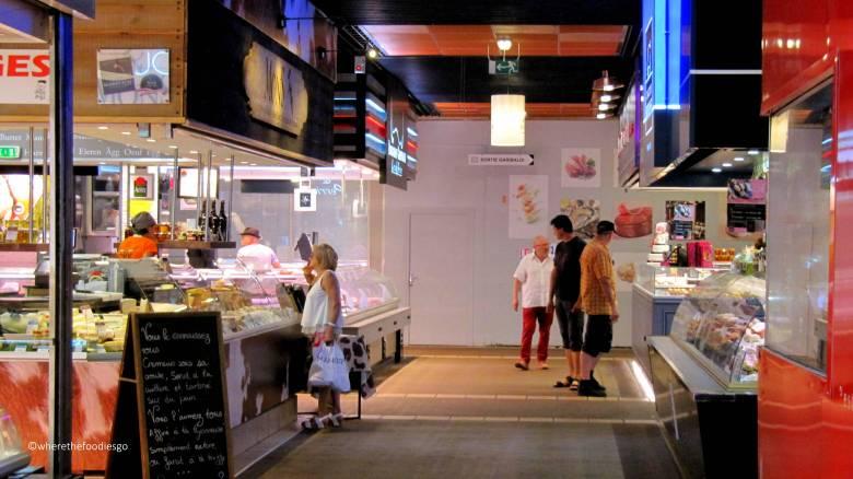 les halles Lyon - where the foodies go17