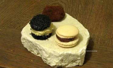 Macaron con crema di albicocca ~ Biscotto fava Tonka e caffè bianco ~ Meteoriti al cioccolato
