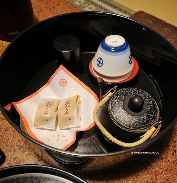 Dolcetti e tè di benvenuto nel tempio Ekoin - Koyasan