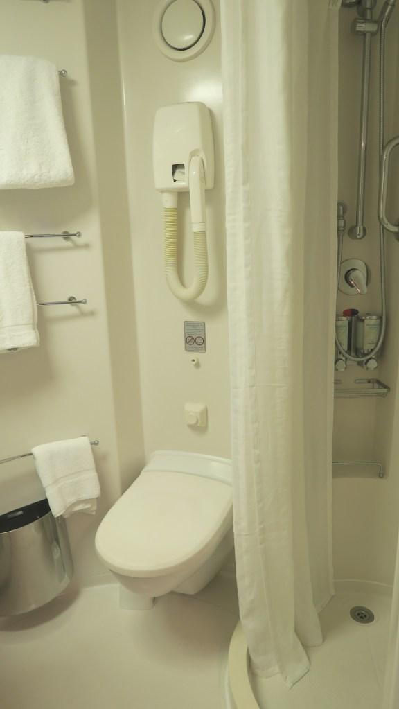norwegian sun inside cabin 8119 bathroom