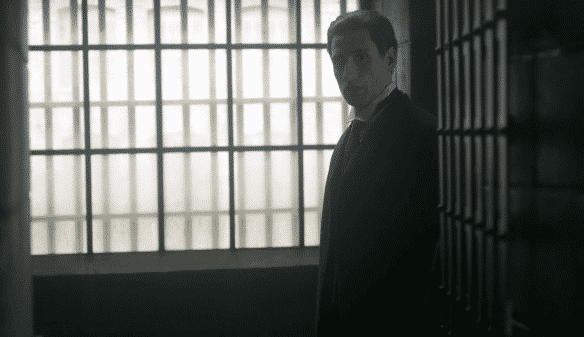 Dr. Simon Jordan (Edward Holcroft)