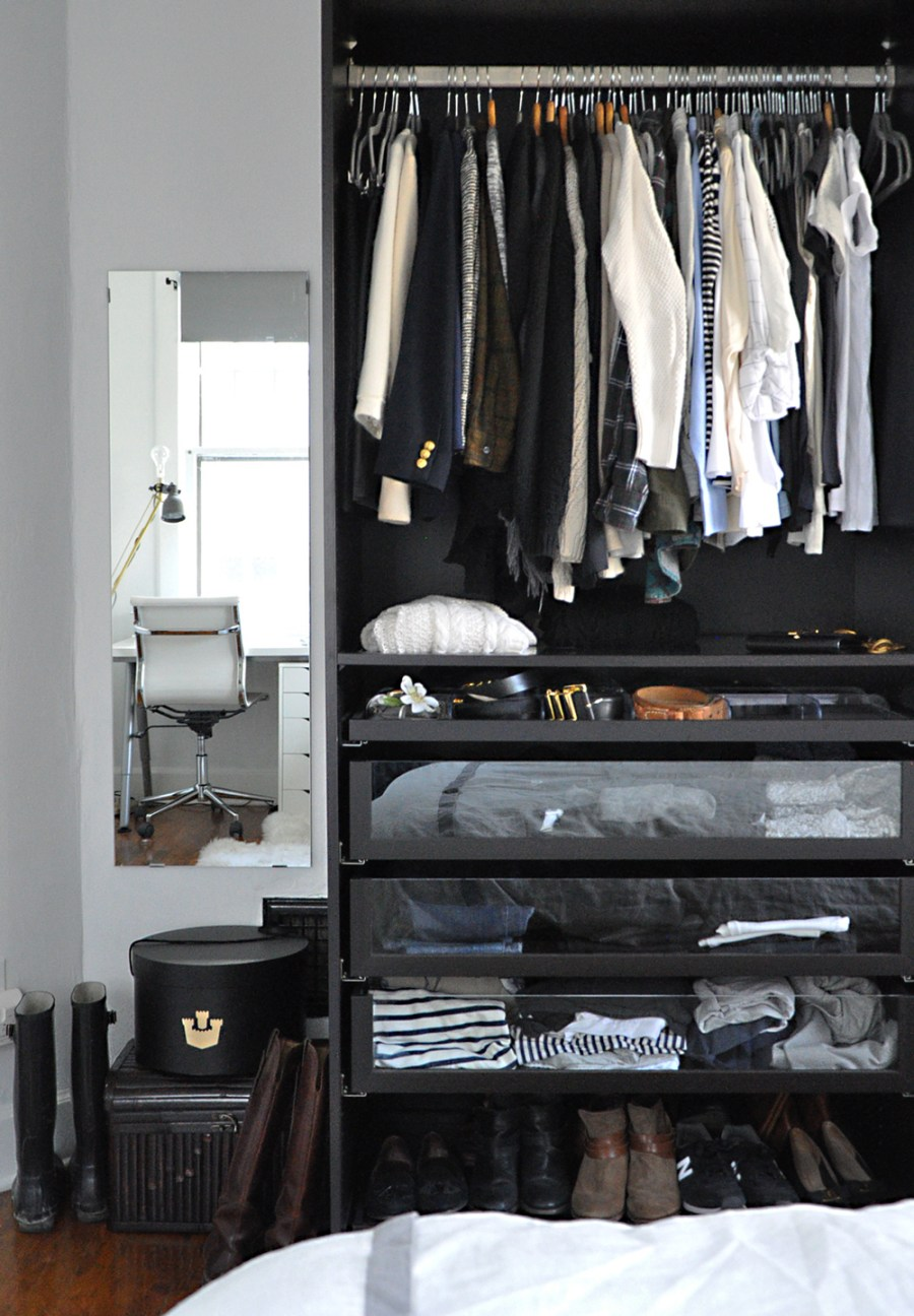 03-life-changing-magic-of-tidying-up-closet-after-organizing