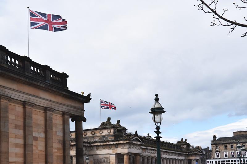 Scottish-National-Gallery-on-the-Mound---Edinburgh-Scotland---British-UK-Union-Jack-Flag-May-2016