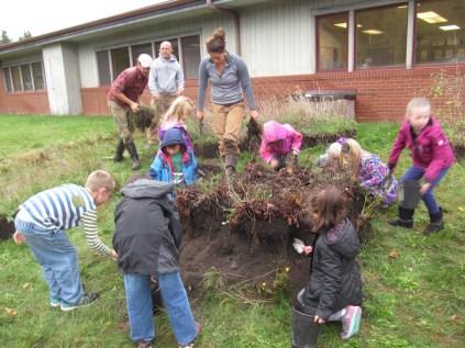 snack garden renovating kindergarteners_5748