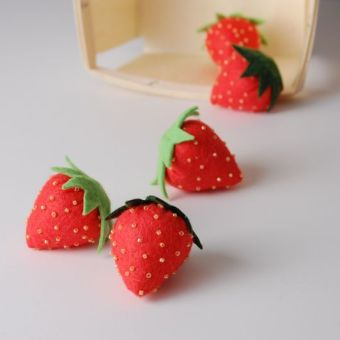 Summertime Craft: Make a Felt Strawberry