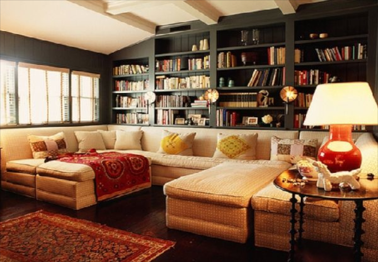 23_Sofas-and-Bookcase-Ideas-in-Cozy-Living-Room-Design