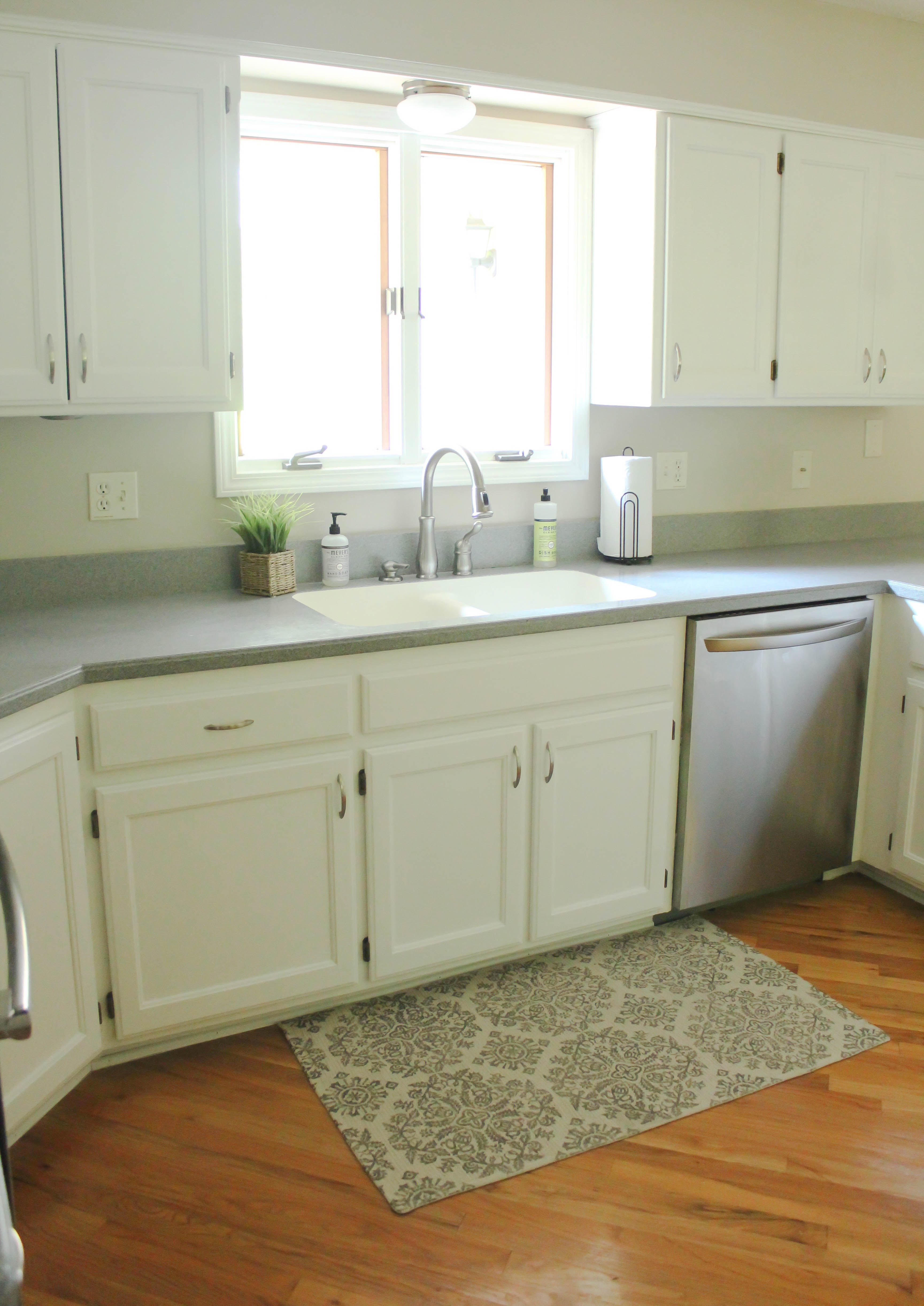 Chalk-Painted Kitchen Cabinets Transformation From Honey Oak to Bright White & Chalk Painted Kitchen Cabinets: From Honey Oak to White