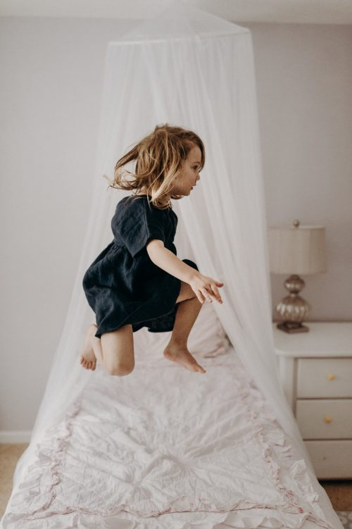 Photoshoot at home: Kids jumping on the bed