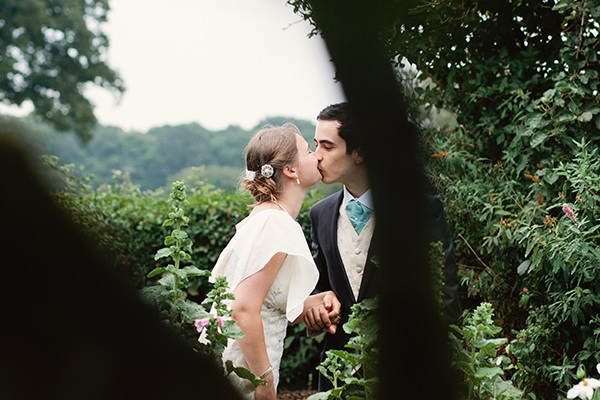 Happy Country Back Garden Wedding http://www.samanthawardphotography.co.uk/