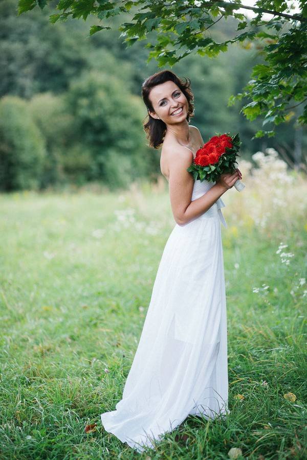 Intimate Sophisticated Lithuania Wedding Red Dahlia Bridal Bouquet http://www.kokkinofoto.lt/
