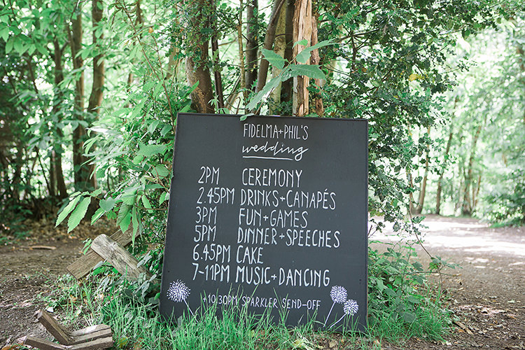 Chalk Black Board Sign Indie Hand Made Outdoor Woodland Wedding http://www.ilariapetrucci.co.uk/
