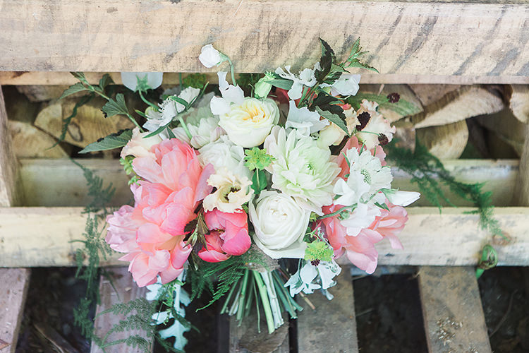 Coral Peony Roses Ivory Flowers Bouquet Bride Bridal Indie Hand Made Outdoor Woodland Wedding http://www.ilariapetrucci.co.uk/