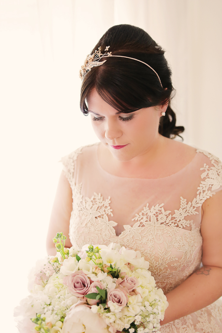 Hair Band Accessory Bride Bridal Rustic Laid Back Tipi Wedding http://helenrussellphotography.co.uk/