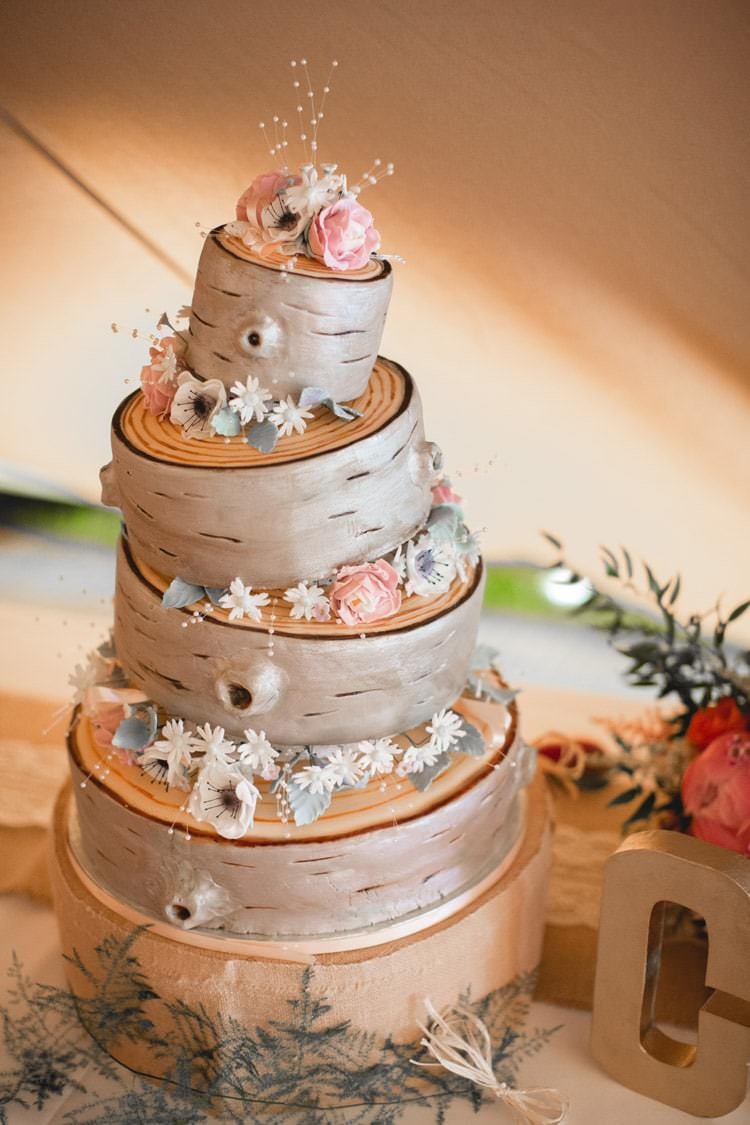 Log Tree Cake Rustic Family Farm Festival Wedding https://amylouphotography.co.uk/