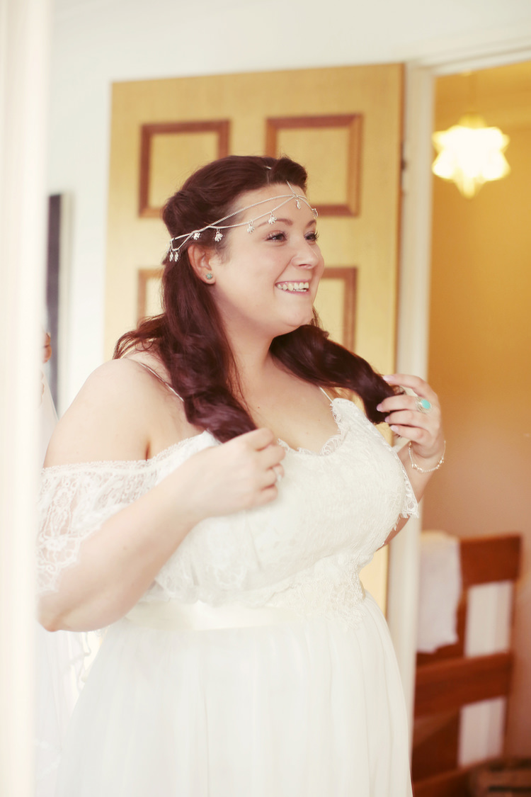 Bohemian Bride Forehead Haeaddress Mismatched Fairground Woodland Wedding http://www.rebeccaweddingphotography.co.uk/