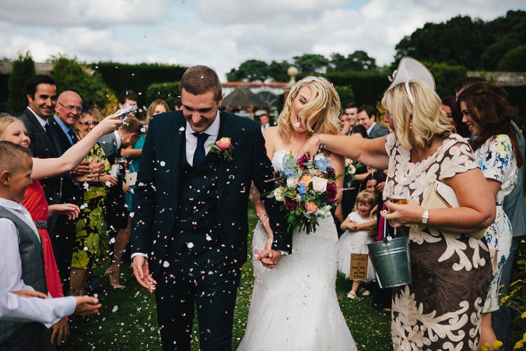 Confetti Throw Rustic Woodland Floral Wedding http://kellyjphotography.co.uk/
