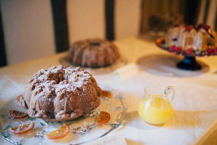 Bundt Cake Heartwarming Festive Winter Wedding http://www.nikkivandermolen.com/