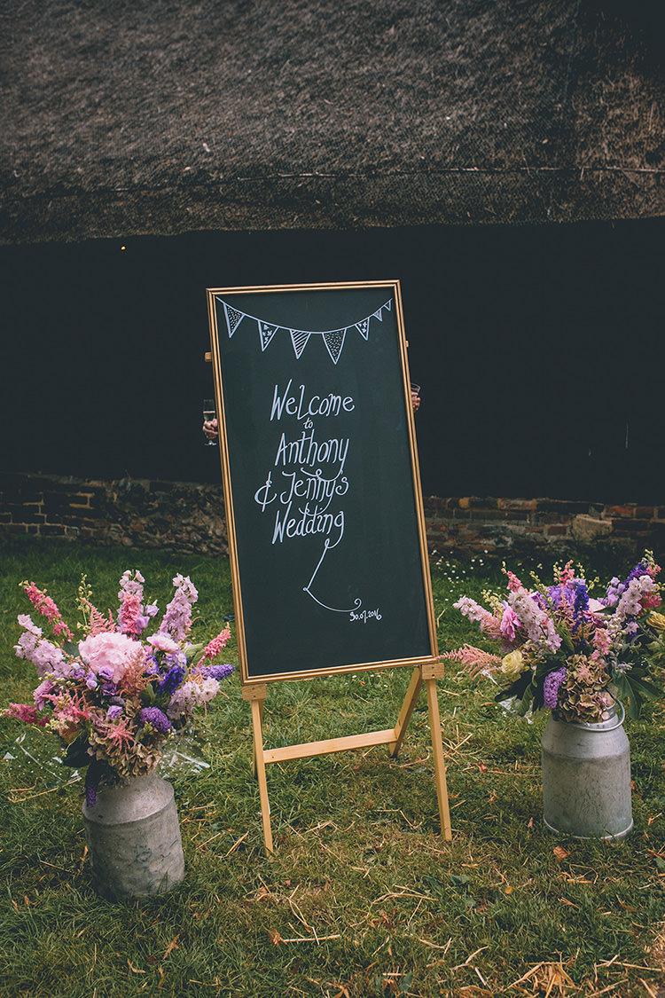 Chalk Black Board Sign Welcome Flowers Jugs Homespun Fun Country Barn Wedding http://storyandcolour.co.uk/