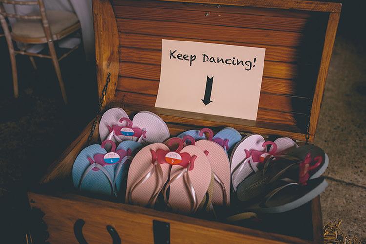 Flip Flop Chest Homespun Fun Country Barn Wedding http://storyandcolour.co.uk/