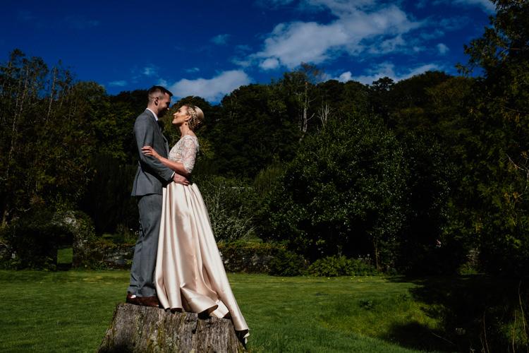 Relaxed Stylish Outdoor Wedding http://www.euanrobertsonweddings.com/