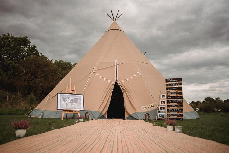 Welcome Sign Map Seating Plan Decor Bohemian Festival Tipi Wedding http://esmemai.com/