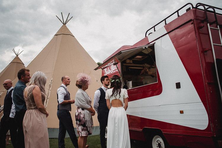 Pizza Bus Food Truck Bohemian Festival Tipi Wedding http://esmemai.com/