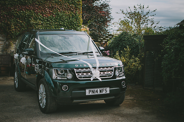 Range Rover Car Transport Lovely Greenery Farm Tipi Wedding http://www.victoriasomersethowphotography.co.uk/