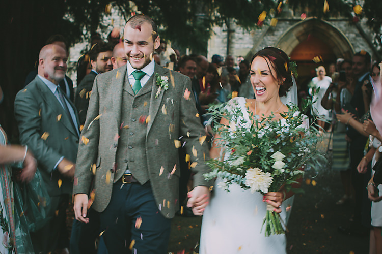 Confetti Throw Bride Groom Lovely Greenery Farm Tipi Wedding http://www.victoriasomersethowphotography.co.uk/