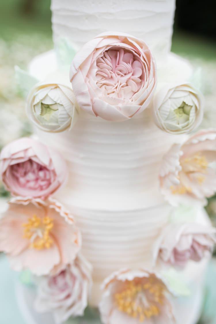Flower Wreath Buttercream Cake Pretty Soft Country Garden Pastel Wedding Ideas https://www.ellielouphotography.co.uk/