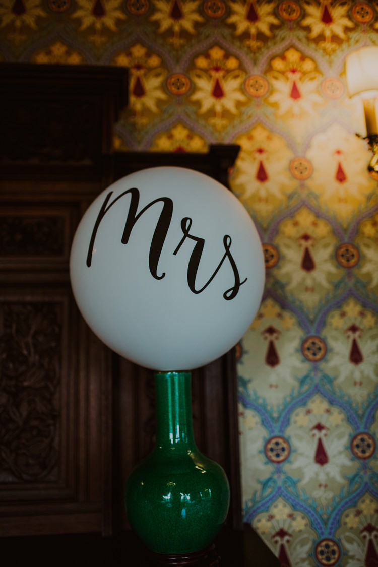 Mrs Balloon Modern Calligraphy 1920s Speakeasy Country House Glamour Wedding https://www.bearscollective.com/