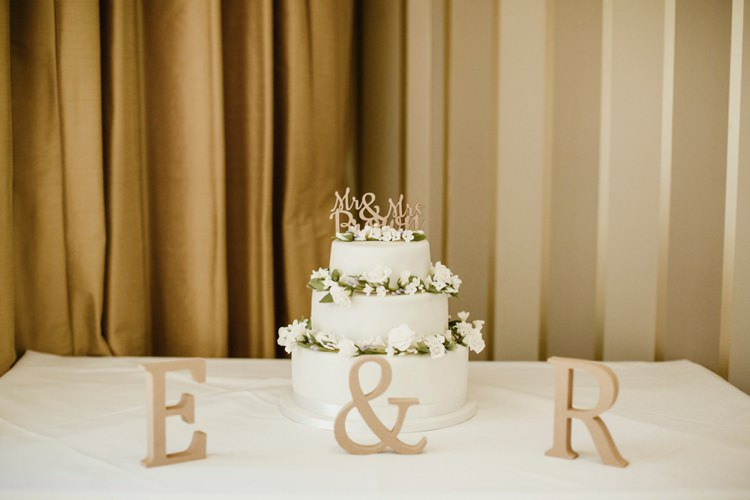 Iced Cake Simple Flowers Nostalgic Playful Greenery Floral Garden Wedding http://jesspetrie.com/