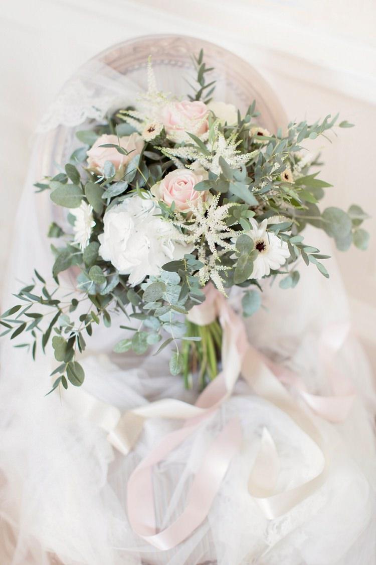 Blush Pink Wedding Flowers Bouquets Rose http://www.craigsandersphotography.co.uk/