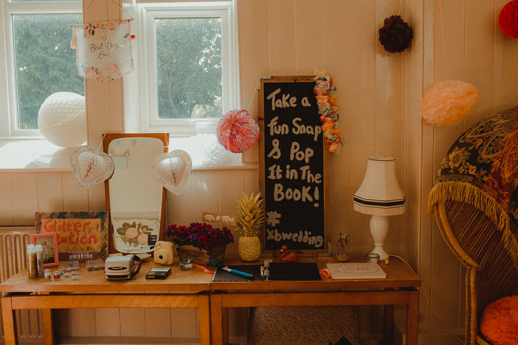 Photo Guest Book Polaroid Eclectic Kitsch Retro Fete Wedding http://www.belleartphotography.com/