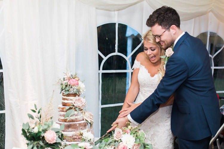 Simple Natural Honest Marquee Wedding https://www.gemmagiorgio.com/