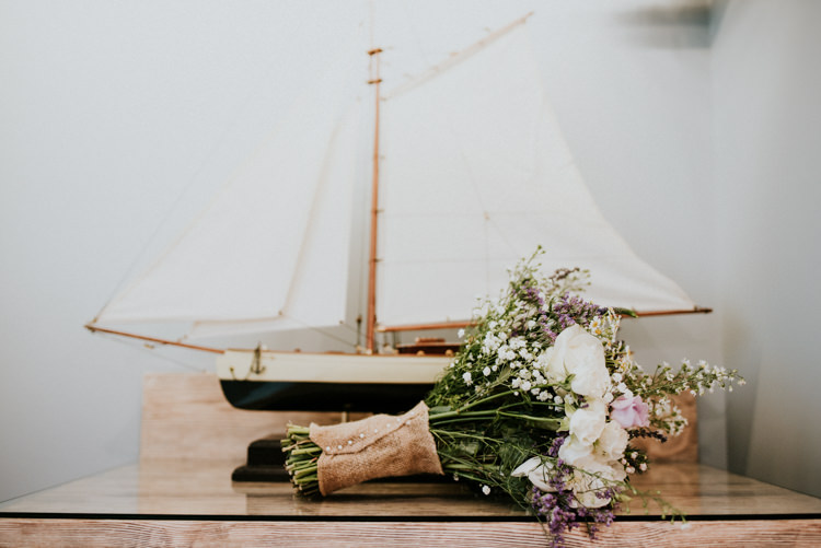 Bouquet Flowers Bride Bridal Hessian Unique Personal Natural Wedding Style https://photo.shuttergoclick.com/